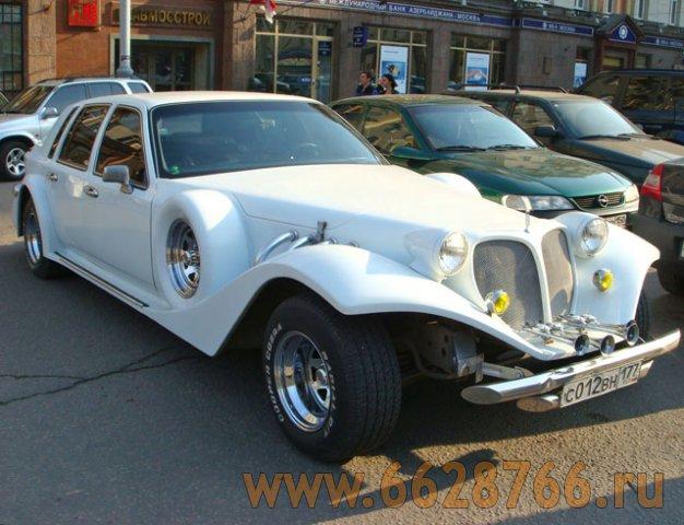 Белый автомобиль Экскалибур Фантом